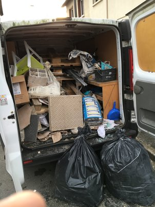 chargement des déchets dans le camion