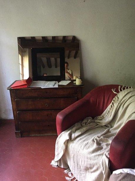 comodino et fauteuil