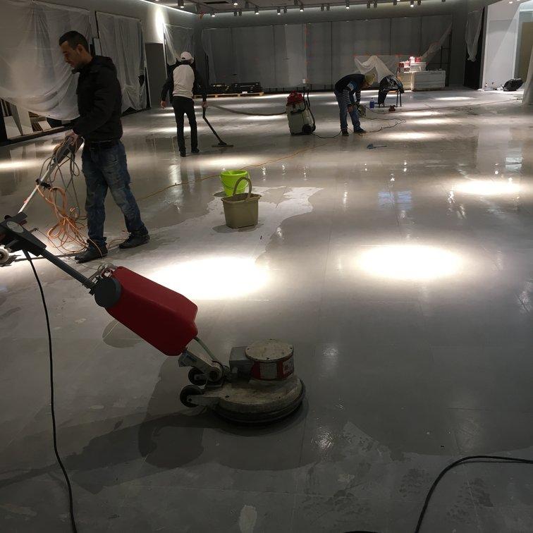Nettoyage sol avec monobrosse